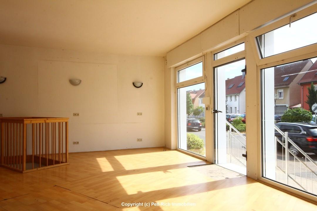 HINGUCKER: Büro-/Ladenfläche in markantem Eckgebäude am BHF Weingarten