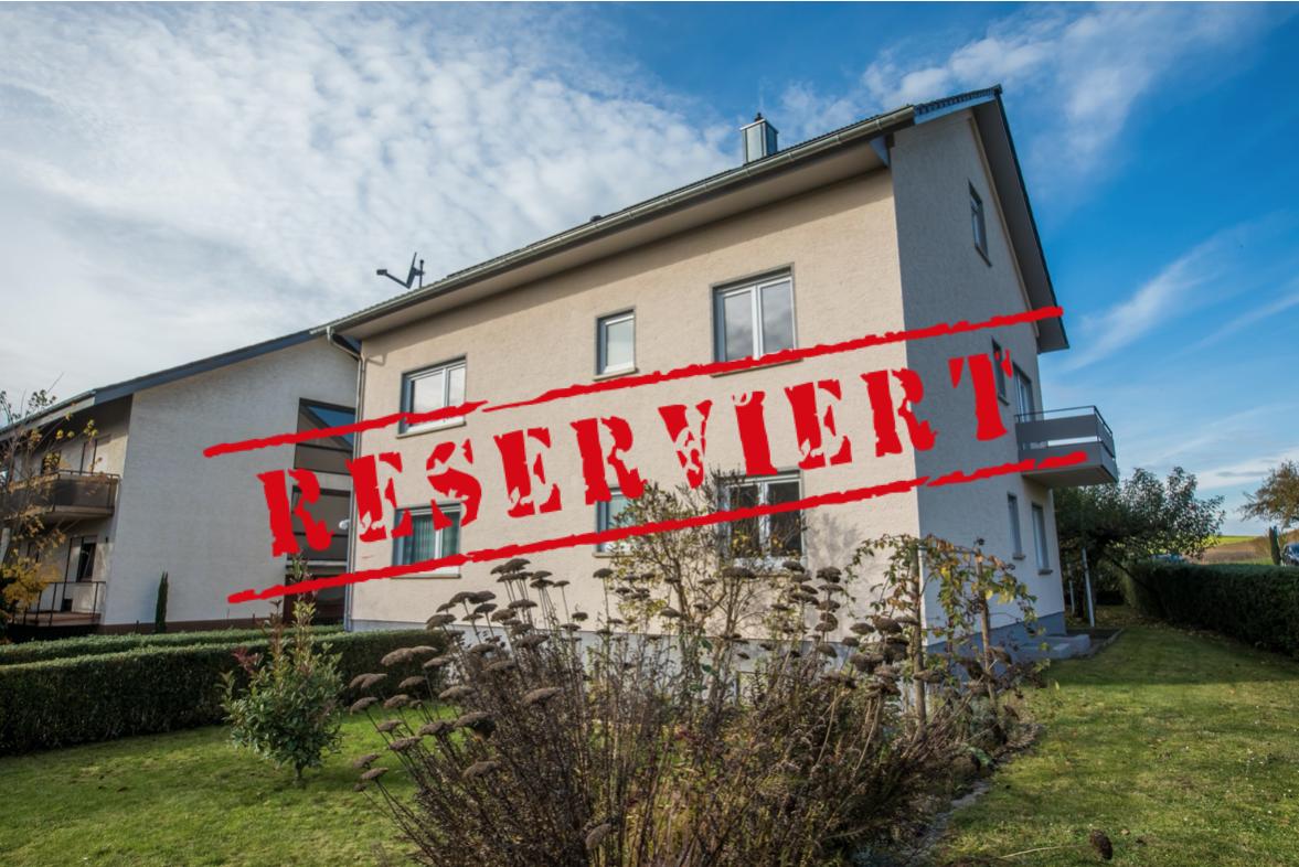 -derzeit reserviert- GENERATIONEN: 2013 saniertes Zweifamilienhaus in ruhiger Lage von Zaisenhausen
