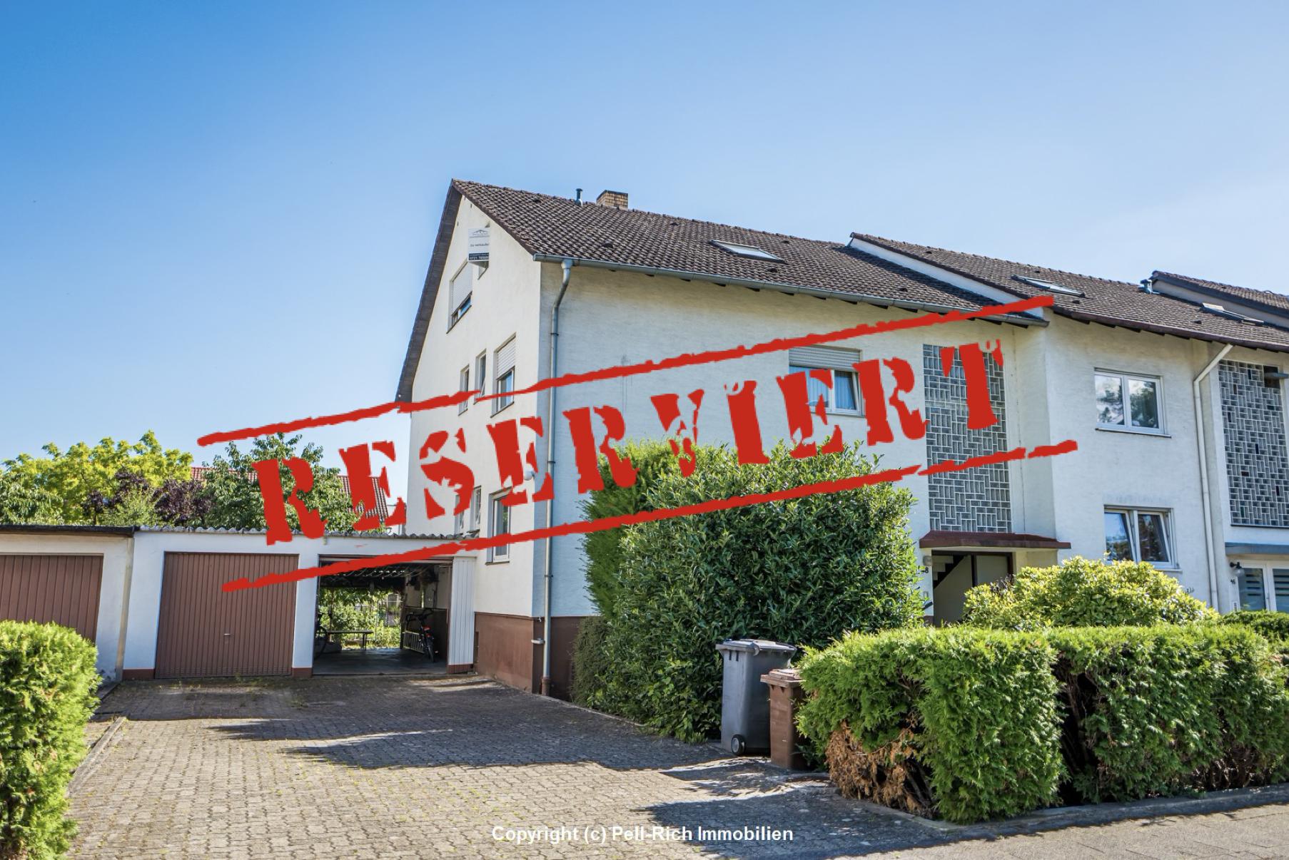 -derzeit reserviert- POTENTIAL: Zweifamilienhaus mit ausgebautem Dachgeschoss und großem Garten in Stutensee-Büchig