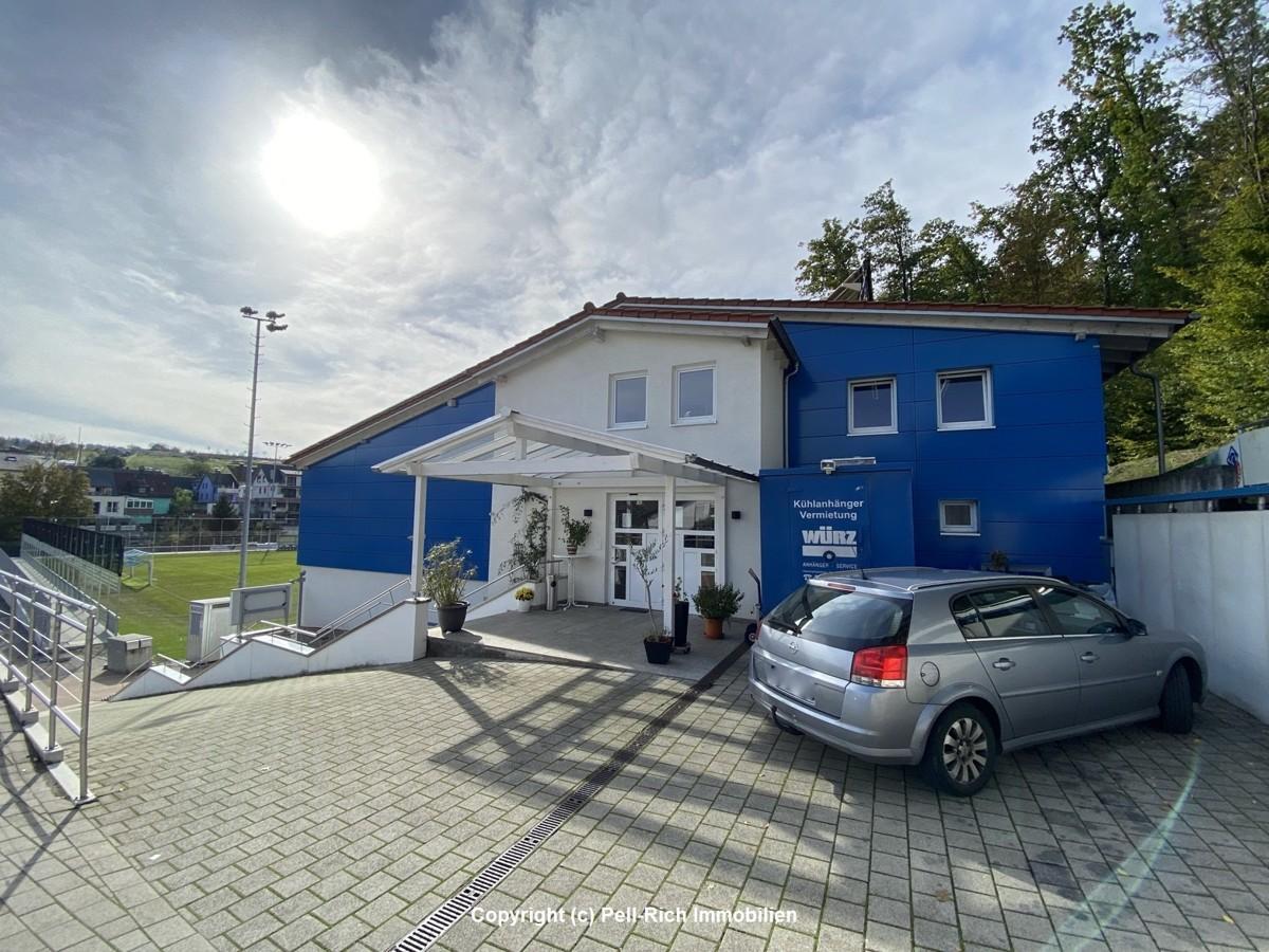 """FANKURVE """"ZUM WALDENSER"""" – 180m² großes Restaurant mit 120m² Wohnung am Fußballplatz Mutschelbach"""