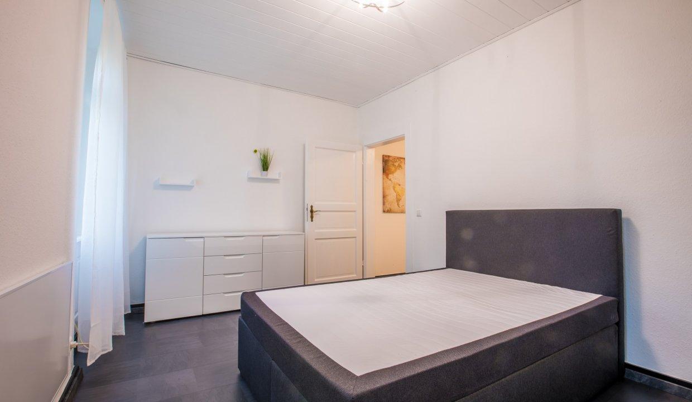 Schlafzimmer mit Kommode