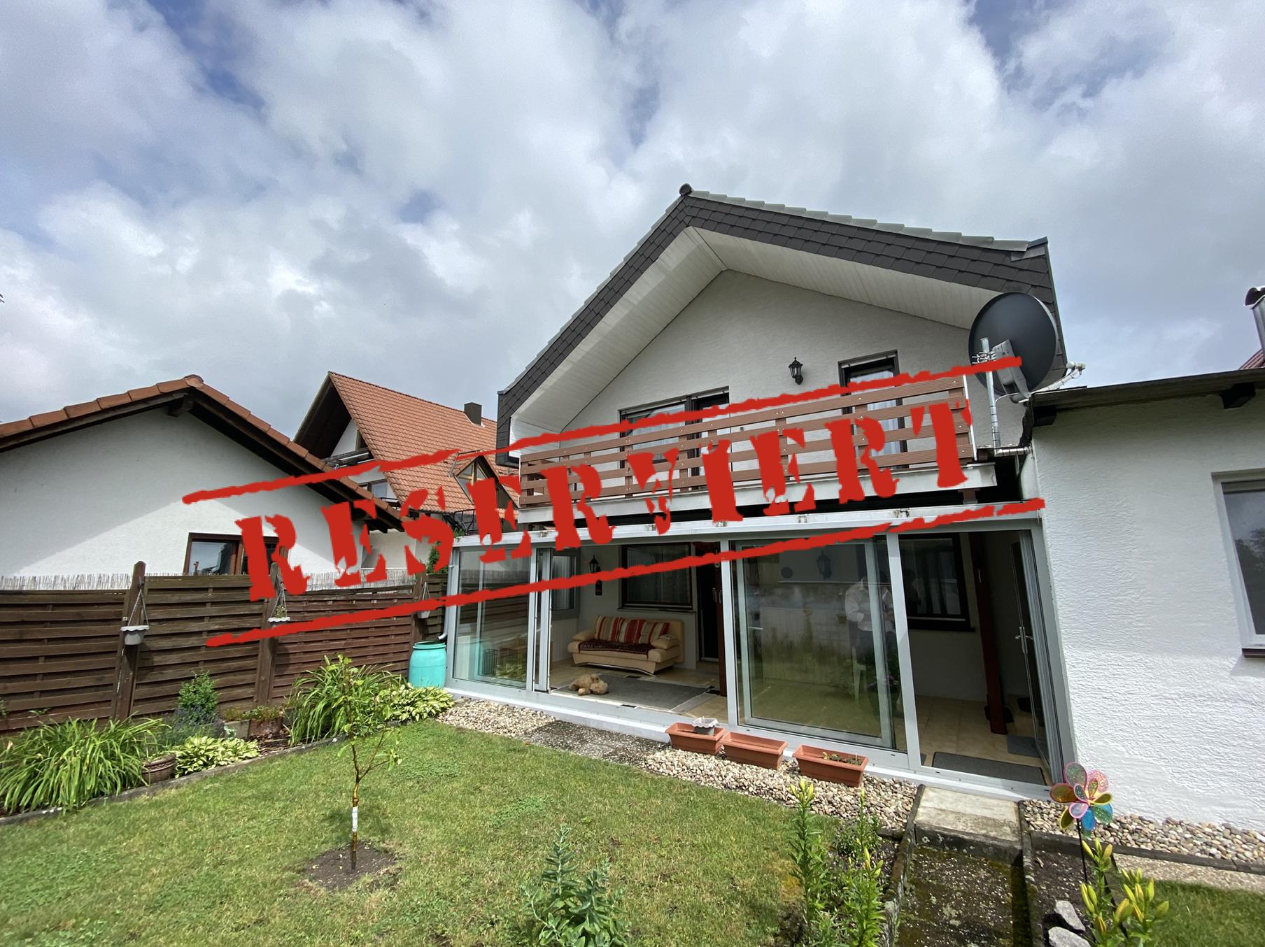 WOHLFÜHLATMOSPHÄRE: Zweifamilienhaus mit idyllischen Garten in zentraler Lage von Durmersheim